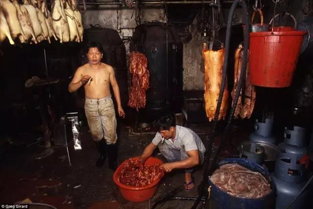 外媒镜头下的香港:繁华背后竟是一座平民窟6.webp.jpg