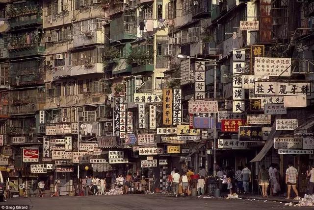 外媒镜头下的香港:繁华背后竟是一座平民窟10.webp.jpg