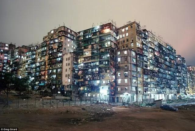外媒镜头下的香港:繁华背后竟是一座平民窟18.webp.jpg